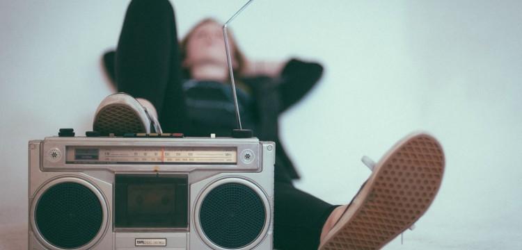 """""""Nauči dok spavaš. Stavi kasetofon ispod kreveta!"""" - istina ili mit. Priča o snovima i babi."""